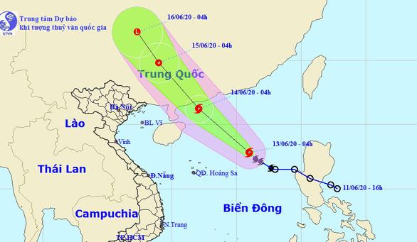 Bão số 1 vô giữa Biển Đông, sạt qua Hoàng Sa, khả năng mạnh thêm - Ảnh 1.