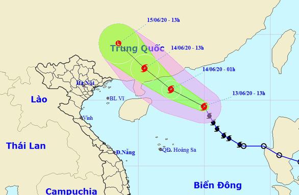 Bão số 1 mạnh lên, cách Hoàng Sa 450km, TP.HCM đã có mưa, gió - Ảnh 2.