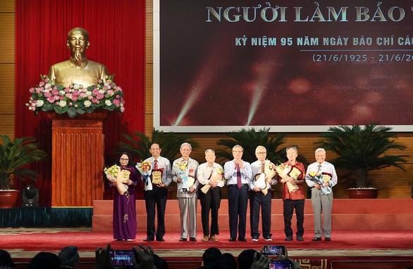 Thủ tướng Nguyễn Xuân Phúc: 'Báo chí phải phò chính diệt tà' - Ảnh 2.