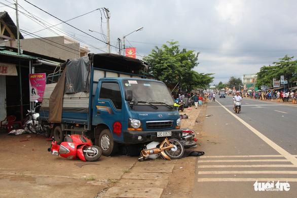 Xe tải lao vô chợ: Chúng tôi nghe cái ào, rồi người chết, bị thương nằm la liệt - Ảnh 5.
