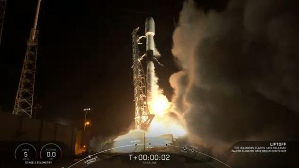 SpaceX phóng thành công tên lửa Falcon 9 mang 58 vệ tinh băng thông rộng - Ảnh 1.