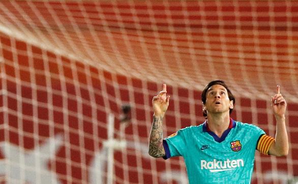 Ngày đầu tiên trở lại, Messi ghi bàn, kiến tạo và Barcelona đại thắng - Ảnh 1.