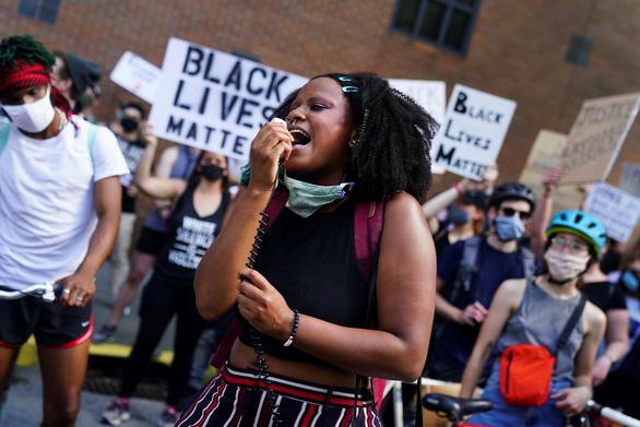 Cảnh sát Atlanta bắn chết một người Mỹ gốc Phi, cảnh sát trưởng từ chức - Ảnh 1.