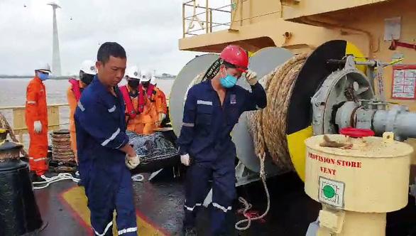 Tìm thấy 4 thi thể ngư dân vụ tàu hàng va chạm tàu cá trên vùng biển Hải Phòng - Ảnh 2.