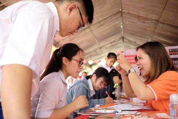 Tuổi Trẻ tư vấn tuyển sinh tại 17 tỉnh, thành - Ảnh 3.