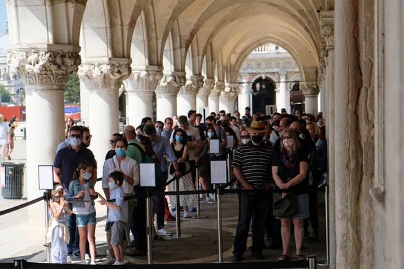 Venice mới mở lại, dân biểu tình chống du lịch đám đông - Ảnh 4.