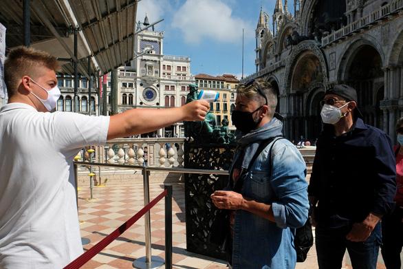 Venice mới mở lại, dân biểu tình chống du lịch đám đông - Ảnh 5.