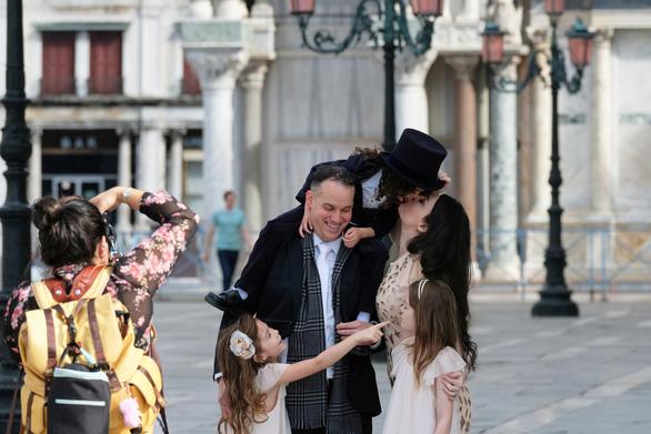 Venice mới mở lại, dân biểu tình chống du lịch đám đông - Ảnh 8.
