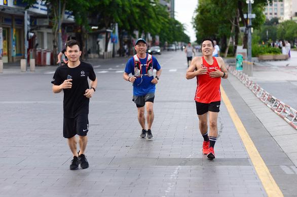 Hơn 20% số người người tham gia đã hoàn thành Giải chạy bộ hưởng ứng Ngày không tiền mặt 2020 - Ảnh 1.
