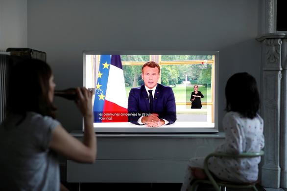 Tổng thống Pháp tuyên bố thắng lợi đầu tiên trước COVID-19 - Ảnh 1.