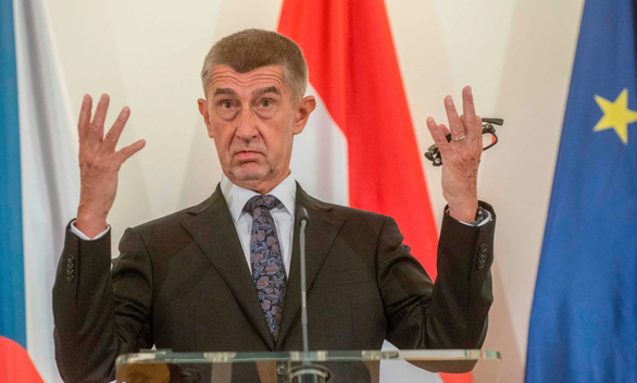Nga và CH Séc ăn miếng trả miếng vì tin đồn Nga đầu độc chính khách Séc - Ảnh 1.