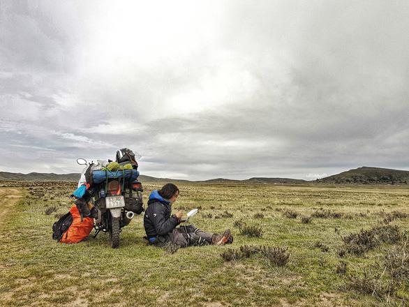Phượt thủ Đăng Khoa về nước sau hơn 1.000 ngày vòng quanh thế giới bằng xe máy - Ảnh 5.