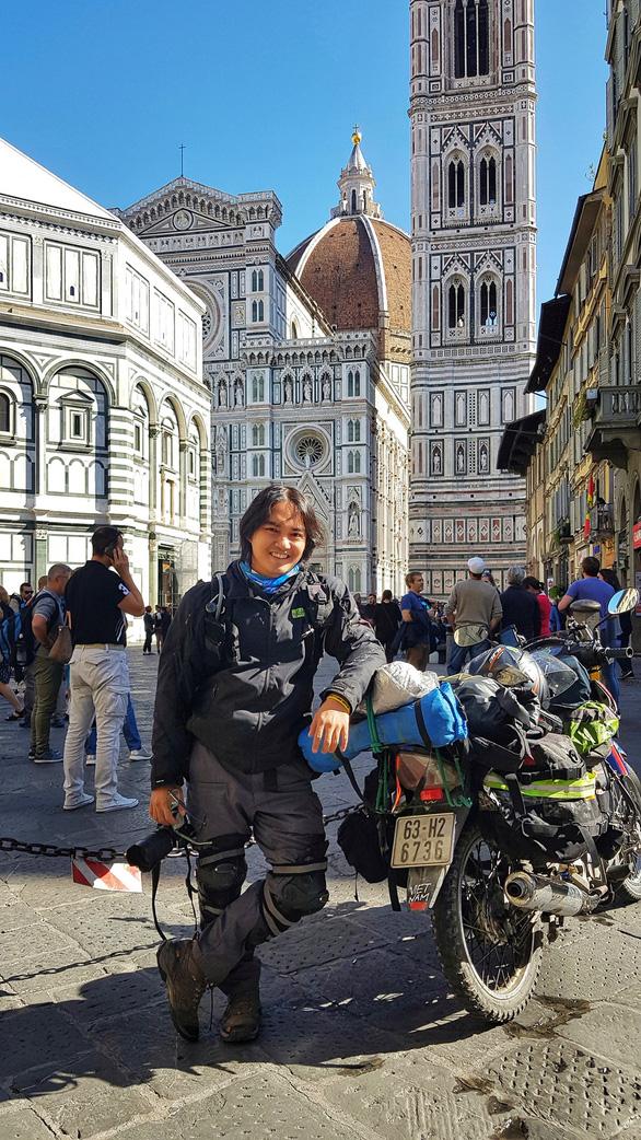 Phượt thủ Đăng Khoa về nước sau hơn 1.000 ngày vòng quanh thế giới bằng xe máy - Ảnh 7.