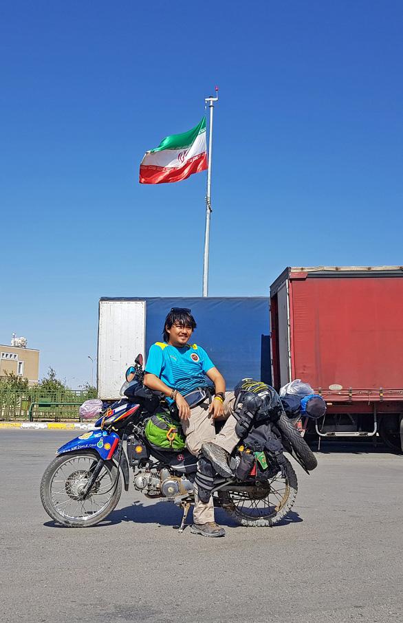 Phượt thủ Đăng Khoa về nước sau hơn 1.000 ngày vòng quanh thế giới bằng xe máy - Ảnh 11.