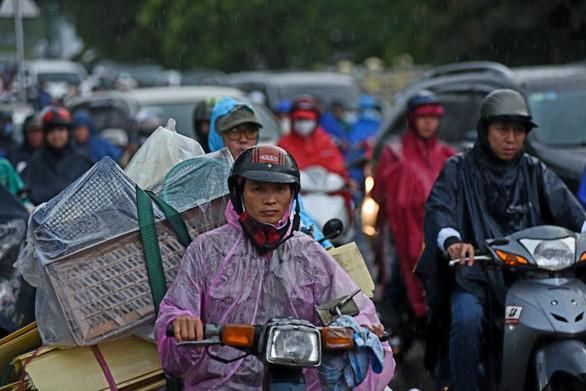 Thời tiết ngày 18-6: Bắc Bộ, Trung Bộ nắng nóng, Nam Bộ mưa dông - Ảnh 1.