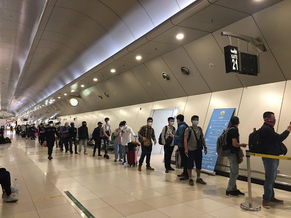 266 công dân Việt Nam từ Kuwait, Qatar, Ai Cập về nước - Ảnh 1.
