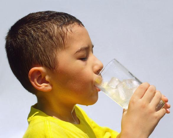 Loại bỏ ngay những thói quen xấu gây tiêu chảy cho trẻ trong mùa nắng nóng - Ảnh 1.