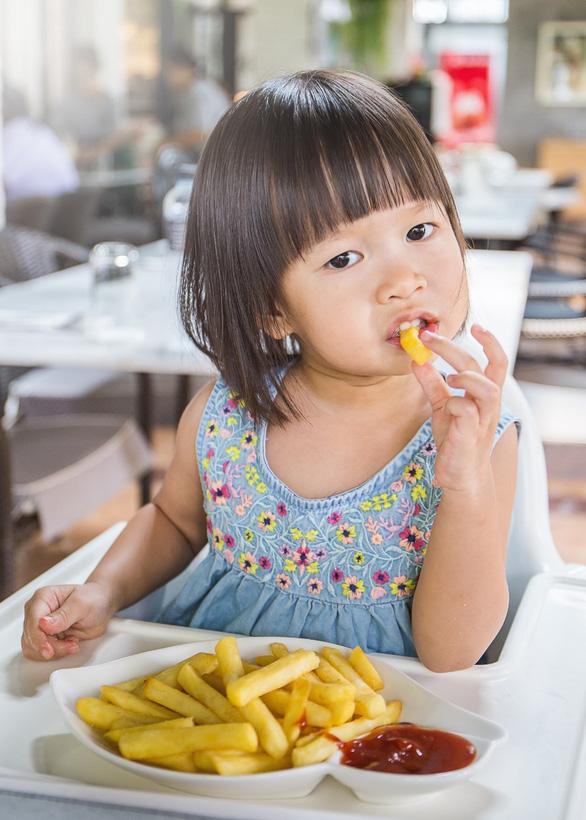 Loại bỏ ngay những thói quen xấu gây tiêu chảy cho trẻ trong mùa nắng nóng - Ảnh 3.