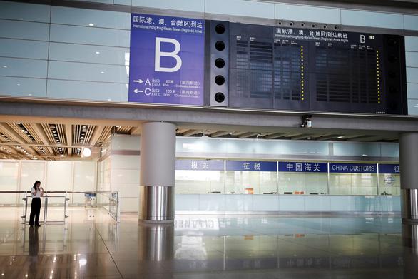 Bắc Kinh hủy gần 70% chuyến bay để dập dịch COVID-19 - Ảnh 1.