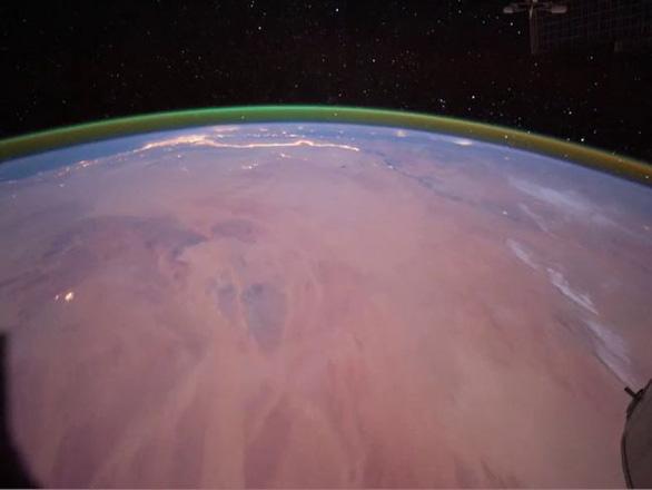 Phát hiện lớp khí oxy sáng xanh trên sao Hỏa - Ảnh 2.