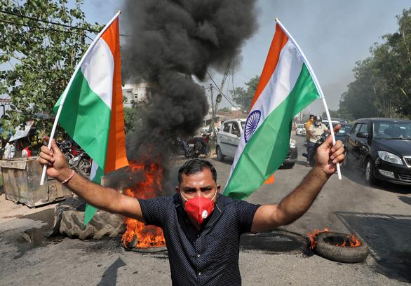 Biểu tình chống Trung Quốc lan ra nhiều tỉnh thành Ấn Độ - Ảnh 1.