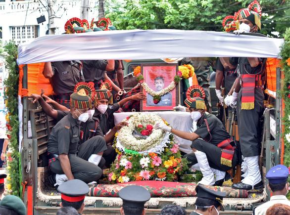 Dân Ấn Độ đốt hình ông Tập Cận Bình bên lễ tang 20 quân nhân - Ảnh 4.