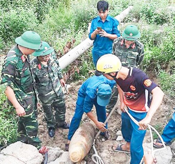 Xử lý quả bom nặng 230kg tại một trại giam ở Quảng Nam - Ảnh 1.