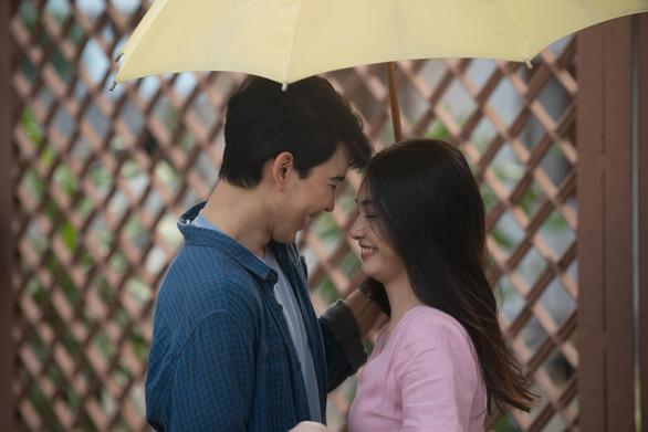 Cơn mưa tình đầu: Son Ye Jin đẹp thổn thức, ngọc nữ Thái Mint đẹp hút hồn - Ảnh 6.