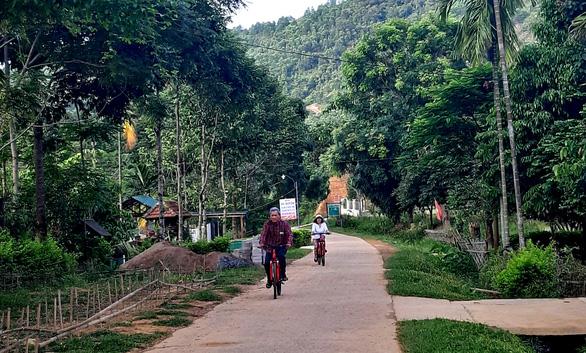 Cuối tuần đạp xe, tắm suối giữa núi rừng A Lưới - Ảnh 9.