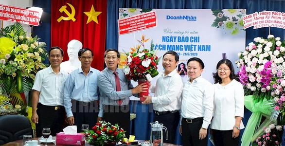 Lãnh đạo TP.HCM thăm cơ quan báo chí nhân Ngày báo chí Việt Nam - Ảnh 4.