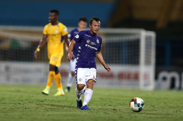 Cú dứt điểm thảm họa của cầu thủ giành 4 Quả bóng vàng Việt Nam - Ảnh 2.