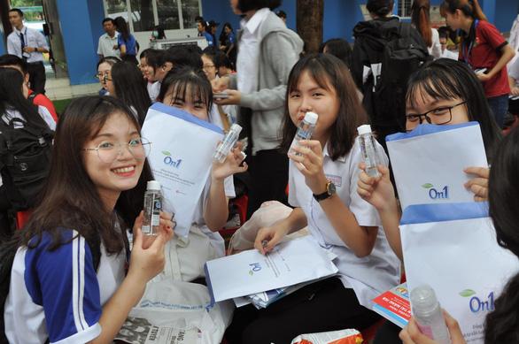Nhãn hàng On1: Hướng đến cộng đồng qua hoạt động giáo dục - Ảnh 1.