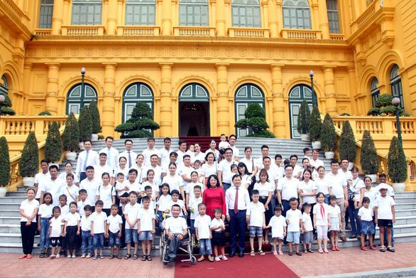 Phó chủ tịch nước: Xây dựng tế bào gia đình thật tốt, hạnh phúc, hòa thuận - Ảnh 2.