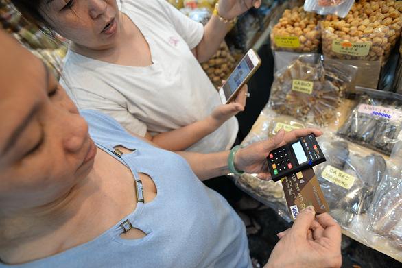 Với ngân hàng số: Khách hàng sẽ giao dịch qua thiết bị thông minh - Ảnh 1.