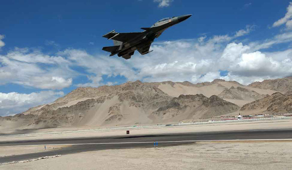 Ấn Độ muốn mua gấp 33 tiêm kích Nga, đưa vũ khí sát biên giới Trung Quốc - Ảnh 1.