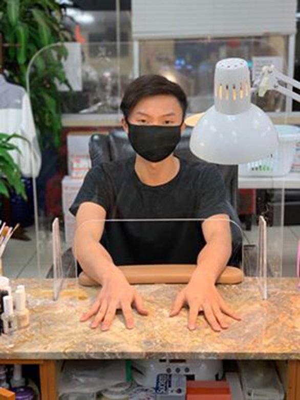 Các tiệm nail Việt háo hức mở lại - Ảnh 1.