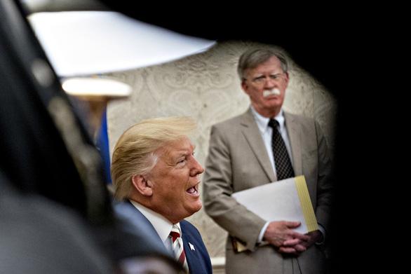 Ông Trump nói ông Bolton ngu ngốc đề xuất mô hình Libya cho Triều Tiên - Ảnh 1.