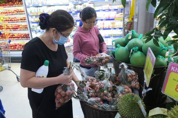 Ủng hộ nông sản Việt đến Hà Nội, giá vải thiều chào sân 22.900 đồng/kg - Ảnh 1.