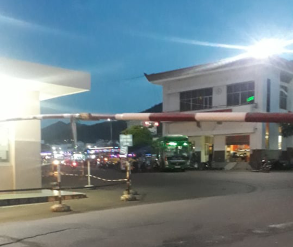 Một người bị thương, nghi do nổ súng tranh giành khách ở Bến xe Quy Nhơn - Ảnh 1.