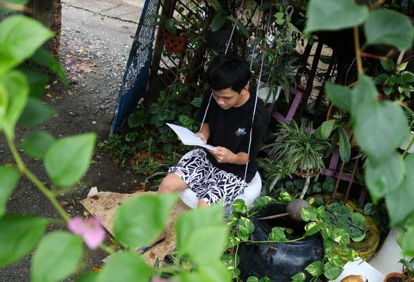 Khu vườn xanh độc đáo được làm từ vật dụng vứt ngoài đường ở Sài Gòn - Ảnh 8.