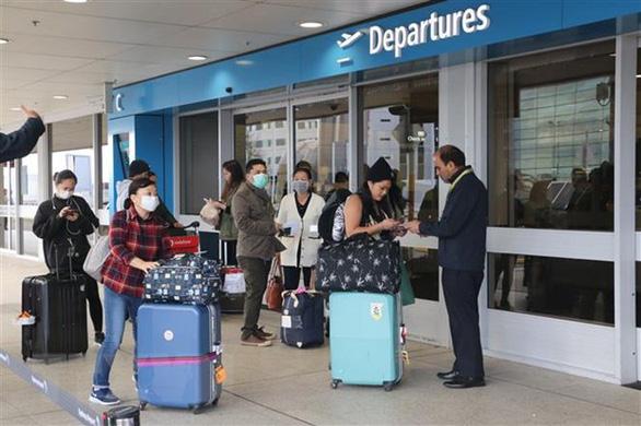 344 công dân Việt từ Úc và New Zealand về Tân Sơn Nhất, được cách ly ngay - Ảnh 1.