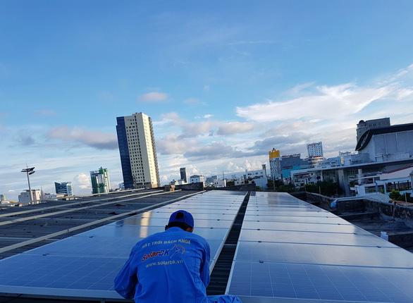 Lắp điện mặt trời có cần giấy phép con? - Ảnh 1.