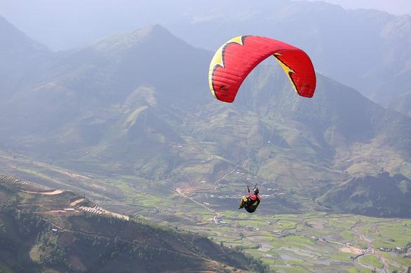 Phi công Nga rơi dù ở đèo Khau Phạ sau vài giây cất cánh - Ảnh 1.