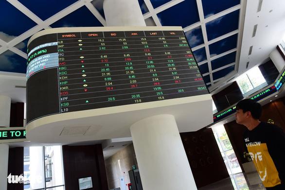 Dòng tiền chảy lại về chứng khoán, tăng thêm 1/3 so với tháng 4 - Ảnh 1.