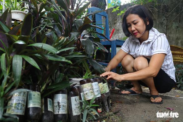 Khu vườn xanh độc đáo được làm từ vật dụng vứt ngoài đường ở Sài Gòn - Ảnh 3.