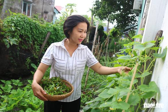 Khu vườn xanh độc đáo được làm từ vật dụng vứt ngoài đường ở Sài Gòn - Ảnh 9.