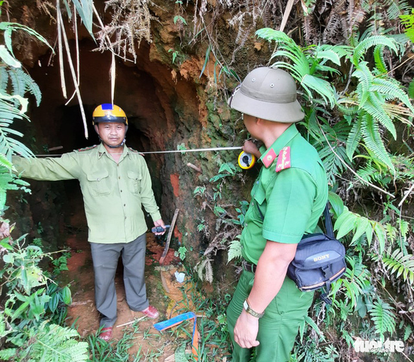 Kiến nghị dùng thuốc nổ đánh sập các hầm vàng - Ảnh 1.