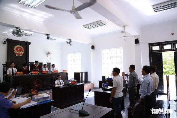Đi Thái Lan đặt con dấu, nhuộm cho giấy thành cũ để làm giả hơn 200 hồ sơ đất đai - Ảnh 1.