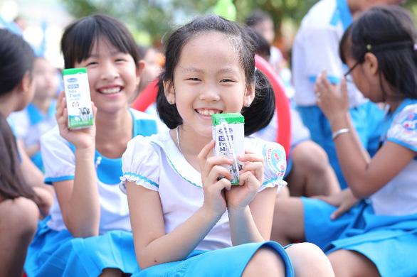 Vinamilk tặng quà 1-6 đặc biệt đến với trẻ em Quảng Nam - Ảnh 4.