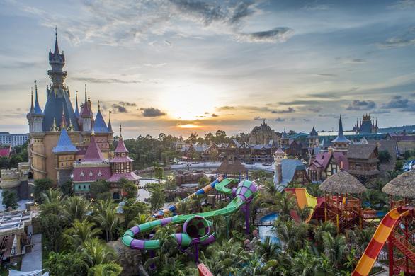 Khám phá công viên chủ đề lớn nhất Việt Nam - Ảnh 1.